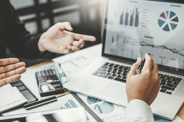 How to Create a Personal Financial Statement Depicts Business Consulting meeting working and brainstorming new business project finance investment concept.